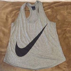 NIKE everyday essential training tank!